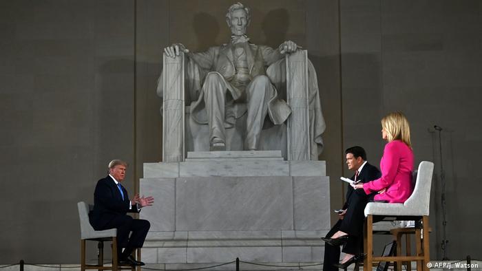 USA | Washington | Donald Trump während einer Fernsehaufzeichnung mit dem US-Sender Fox News im Lincoln Memorial