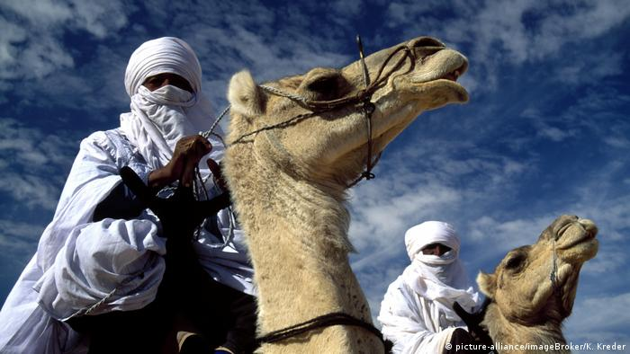 Two Tuareg men on camels (picture-alliance/imageBroker/K. Kreder)