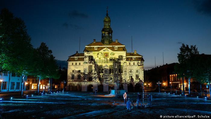 BdT | Bild des Tages mit Deutschlandbezug | 75 Jahre Kriegsende | Rathaus Lüneburg (picture-alliance/dpa/P. Schulze)