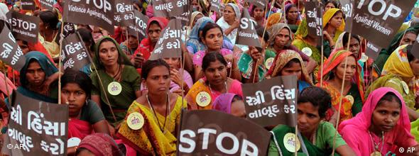 Demonstrationen in Ahmadabad am Weltfrauentag (Foto: AP)