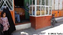 Afgahnische Regierung startet Ausgabe von Brot für die Bürger der Provinz Herat. Diese Maßnahme ist eine Reaktion auf die weiter steigende Armut der Bevölkerung im Zuge des Corona-Lockdowns. Bild: Korrespondent Shoaib Tanha aus Herat