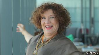 Tiyatro Sanatçısı Ayşen Nil Şamlıoğlu