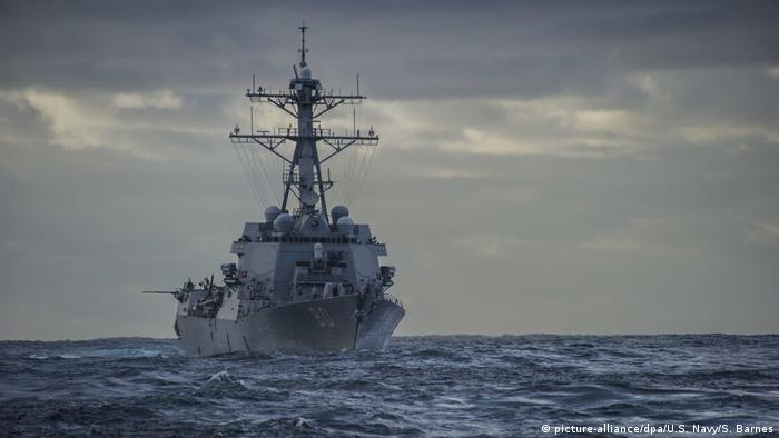 美国海军在南中国海举行军演。