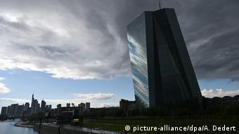 Η διαγραφή χρέους προς την ΕΚΤ ισοδυναμεί με έμμεση κρατική χρηματοδότηση, σύμφωνα με νομικό υπόμνημα που επικαλείται η εφημερίδα Die Welt