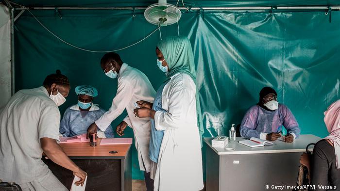 Anticov réunit 26 organisations africaines et institutions internationales de recherche et développement coordonnées par l'ONG de recherche médicale DNDi.