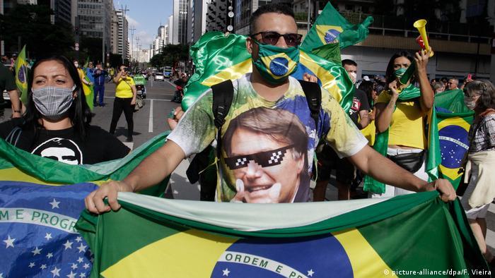 Apoiadores de Bolsonaro em ato pró-governo na Av. Paulista, em 3 de maio de 2020