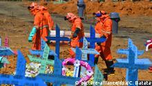 Brasilien Manaus | Coronavirus | Friedhofsmitarbeiter