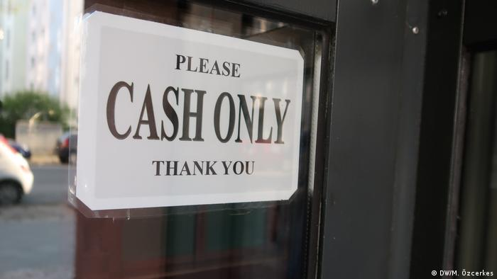 A 'cash only' sign in Berlin