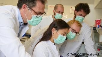 Ульрих Калинке и сотрудники его лаборатории