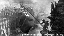 Berlin II. Weltkrieg Rote Fahne auf dem Reichstag 1945
