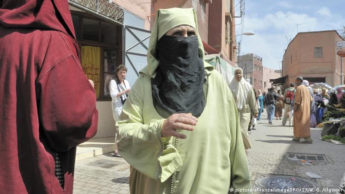 Bildergalerie Kulturelle Gesichtsbedeckungen - Marokko (picture-alliance/imageBROKER/W. G. Allgöwer)