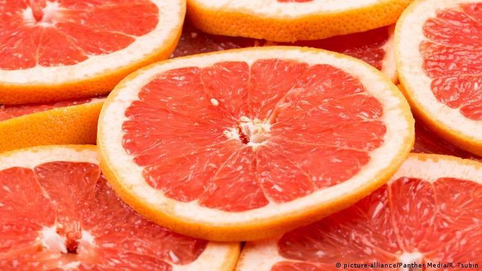 Scheiben Grapefruit (image-alliance / Panther Media / R. Tsubin)