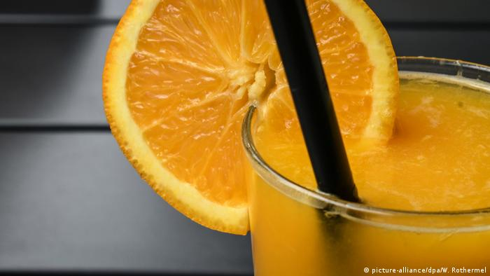 Orange juice with a slice of an orange