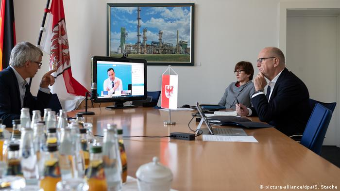 Deutschland Bund-Länder-Konferenz im Video-Chat (picture-alliance/dpa/S. Stache)