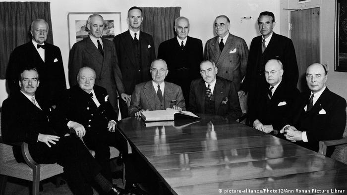 Harry Truman, Winston Churchill, Anthony Eden & Dean Acheson an Bord der USS Williamsburg 1952