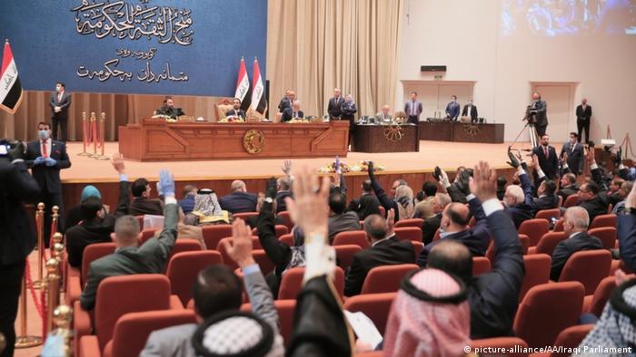 Das irakische Parlament bei der Abstimmung über das Kabinett von Regierungschef Mustafa Kadhemi (Foto: picture-alliance/AA/Iraqi Parliament)