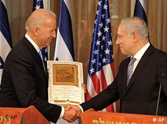جو بایدن (چپ) در دیدار با بنیامین نتانیاهو، نخستوزیر اسراییل