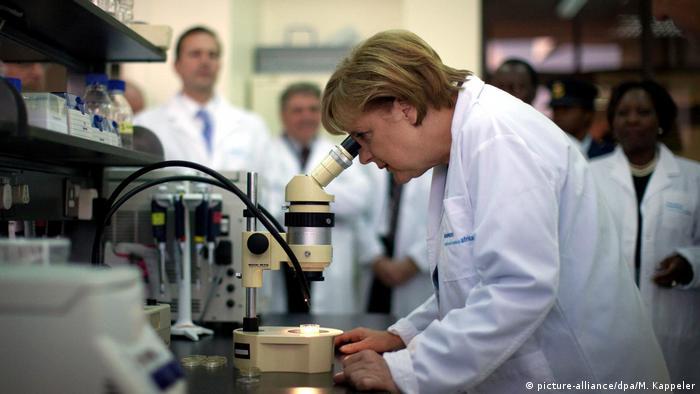 المستشارة أنغيلا ميركل، عالمة الفيزياء التي تحكم ألمانيا في زمن كورونا