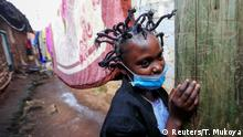Kenia Nairobi | Martha Apisa mit Coronavirus-Frisur