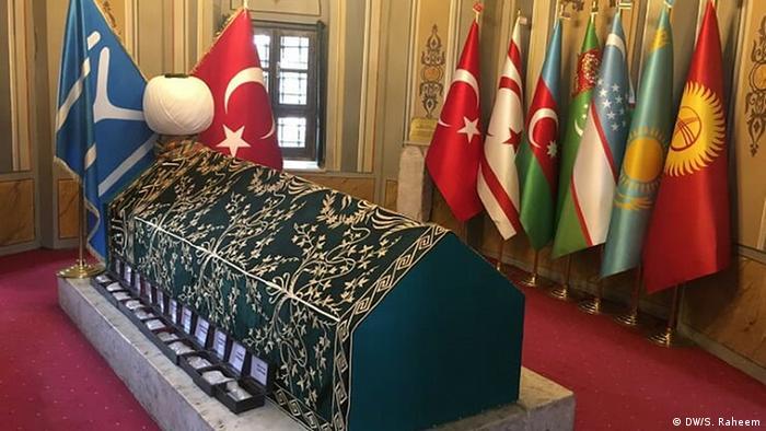 مقبره قاضی طغرل پدر اولین سلطان عثمانیان در شهر بلیچیک در ترکیه