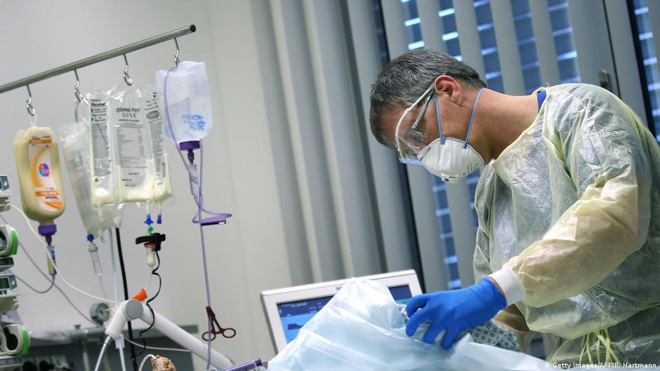 Coronavirus: German hospitals brace for 'record number' of intensive care patients