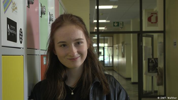 شانتال ميرتس في طريقها للفصل الدراسي في مدرستها ببرلين.