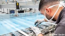 Produktion von Plexiglas unter Hygieneregeln der Corona-Pandemie bei der Röhm GmbH © Röhm GmbH