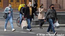 Ukraine Kiew | Coronavirus | Menschen auf der Straße