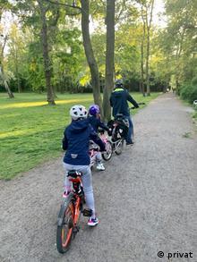 Семья Юлии на велопрогулке
