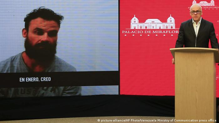 A Venezuelan official shows a video of American Airon Berry (picture-alliance/AP Photo/Venezuela Ministry of Communication press office )