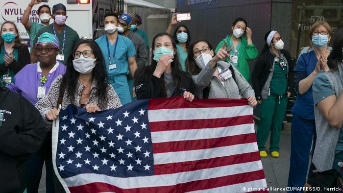 Os números representam uma triste realidade para os EUA, com a doença superando o número de americanas mortos nas guerras do Vietnã e da Coreia. O país mais atingido pela pandemia de covid-19 em todo o mundo se aproxima de 1,7 milhão de casos em seu território. Nova York é estado mais afetado, com 29,3 mil mortes. (27/05)