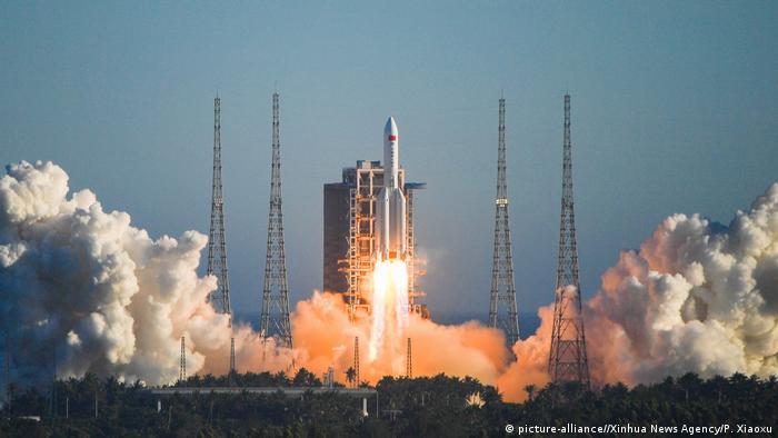 El gran cohete portador chino Long March-5B