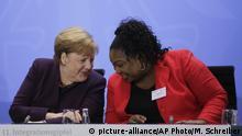 Angela Merkel mit Sylvie Nantcha Integrationsgipfel Berlin Deutschland