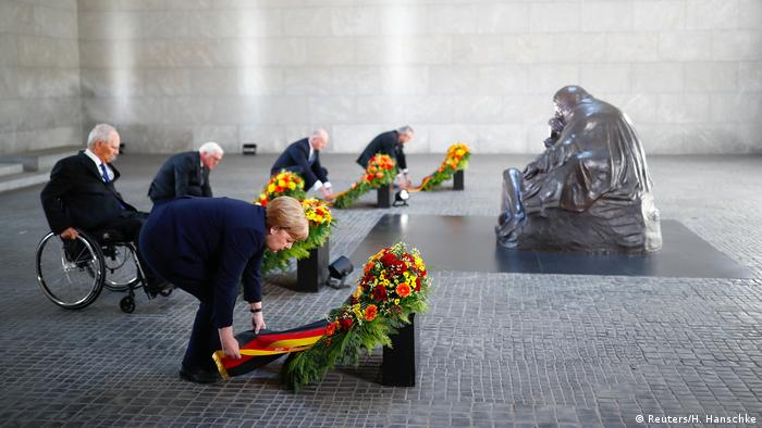 Angela Merkel, Wolfgang Schäuble and Frank Walter Steinmeier at a wreath-laying ceremony