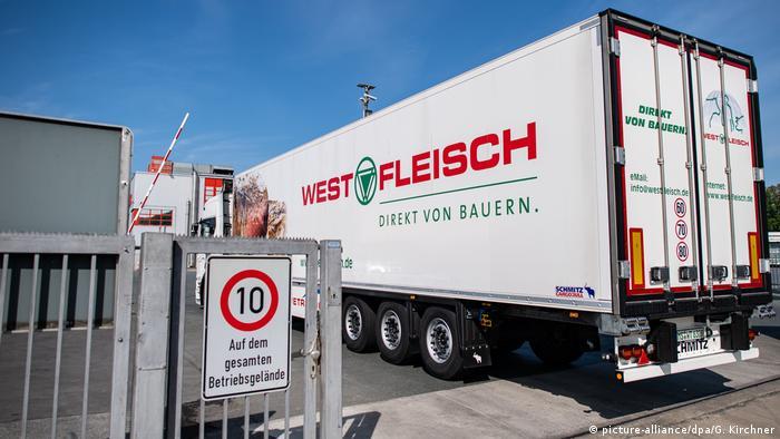 A Westfleisch trailer truck (picture-alliance/dpa/G. Kirchner)