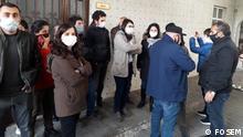 Türkei Istanbul | Thema: Trauerzug von verstorbenem Grup Yorum Mitglied Ibrahim Gökçek von türkischen Sicherheitskräften behindert