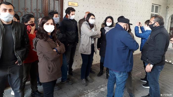 Türkei Istanbul | Thema: Trauerzug von verstorbenem Grup Yorum Mitglied Ibrahim Gökçek von türkischen Sicherheitskräften behindert (FOSEM)