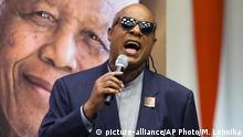 Stevie Wonder spricht und singt vor den Vereinten Nationen am Nelson Mandela International Day 2016 (picture-alliance/AP Photo/M. Lenniha)