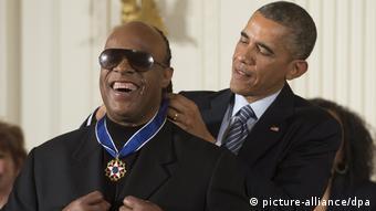 Υποστηρικτής του Μπαράκ Ομπάμα. Εδώ παραλαμβάνει το Μετάλλιο Ελευθερίας