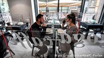Απεριτίφ ή ελαφρό δείπνο στο εσωτερικό του εστιατορίου; Μόνο με το πράσινο πάσο