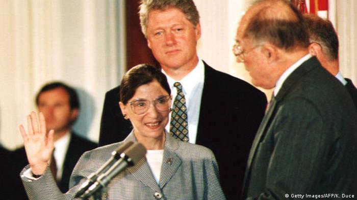 USA Ruth Bader Ginsburg   Vereidigung mit Bill Clinton 1993 (Getty Images/AFP/K. Duce)