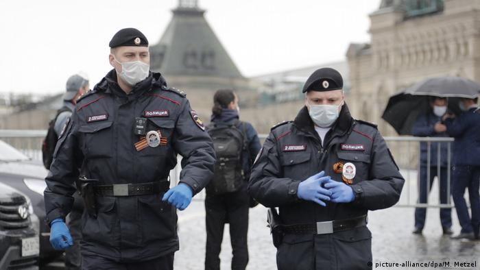 Russland Moskau Polizei Roter Platz (picture-alliance/dpa/M. Metzel)