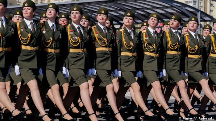 Belarusian soldiers take part in the Victory Day parade (Reuters/V. Fedosenko)