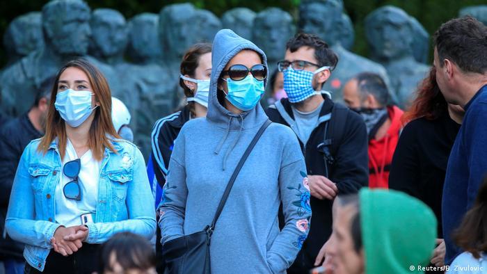 Slowenien | Coronavirus | Fahrrad-Protest in Ljubljana (Reuters/B. Zivulovic)