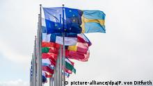 Frankreich Straßurg Europatag Flaggen Europaparlament Gebäude