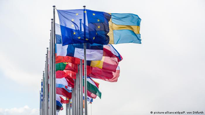 Flags of the 27 EU members (picture-alliance/dpa/P. von Ditfurth)
