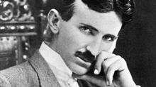 Nikola Tesla (1857-1943) American inventor. Photograph, 1915. --- Image by © Bettmann/CORBIS Quelle: https://portal.picture-alliance.com/portal/searchresult/page/prev?portalArea=complete