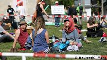 09.05.2020 *** People sit as they demonstrate at Rosa Luxemburg Platz, amid the spread of the coronavirus disease (COVID-19), in Berlin, Germany May 9, 2020. REUTERS/Christian Mang
