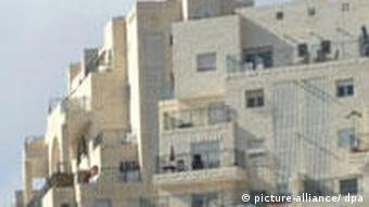 Arab construction workers build new units in the Israeli settlement Har Homa in eastern Jerusalem