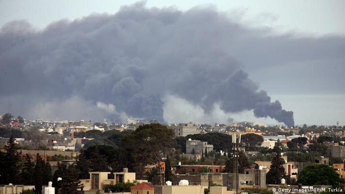 Libyen | Tripolis | Angriff Khalifa Haftar | Krieg (Getty Images/AFP/M. Turkia)